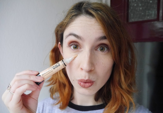 Blogger wearing LA Girl Concealer