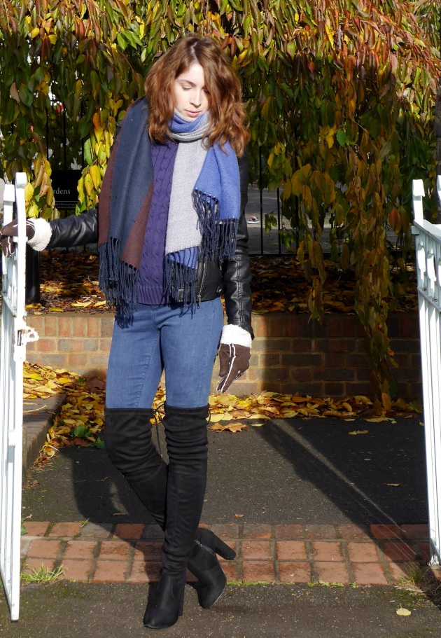 Blogger in Boohoo boots