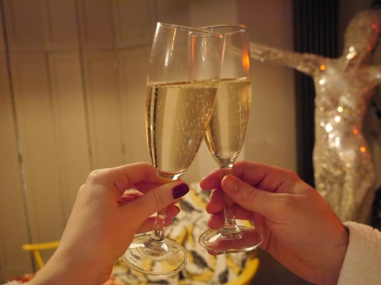 Blogger clinking champagne glasses