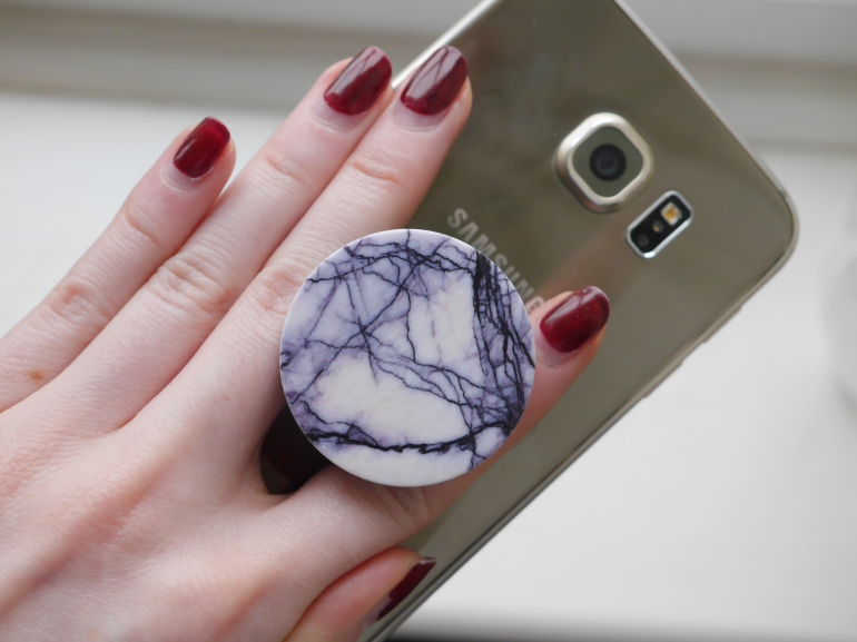 Blogger with PopSocket